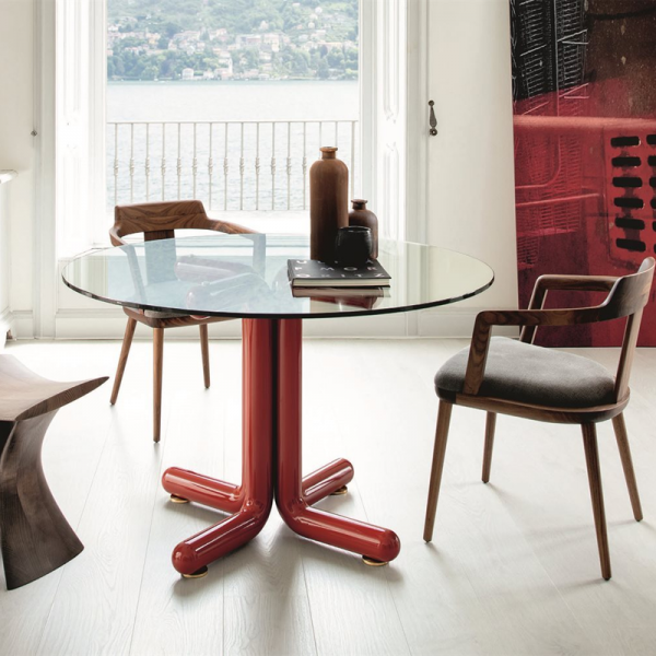 Tondo dining table designed by Essetipi for Porada